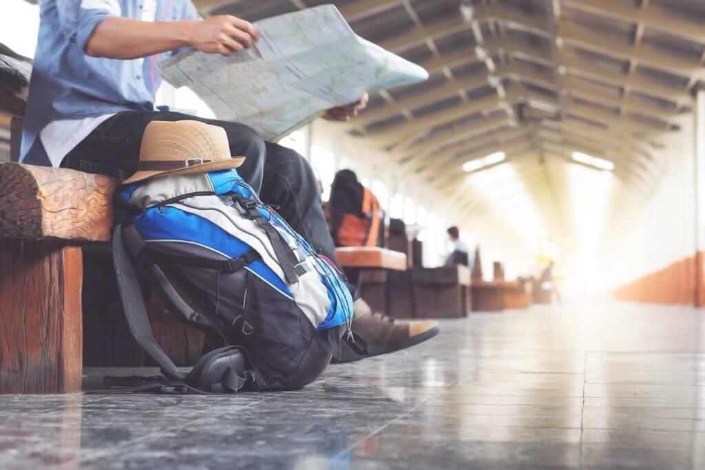 A traveler check the map